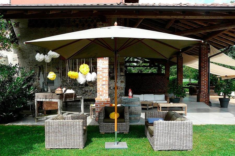 Зонт на центральной опоре для сада